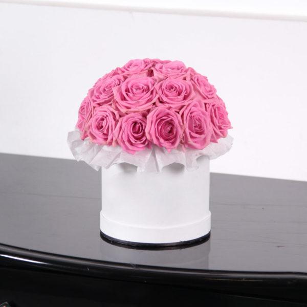 15 роз розового цвета в коробке