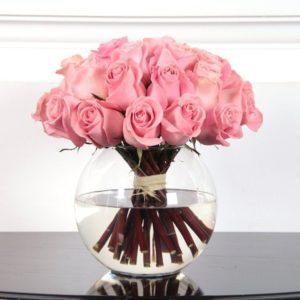 25 роз розового цвета в вазе
