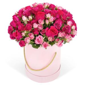 35 роз в коробке красного и розового цвета