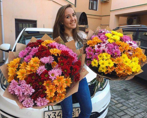 2 больших букета хризантем разнообразного цвета