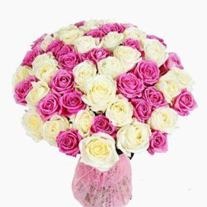 Букет из 75 роз белого и розового цвета