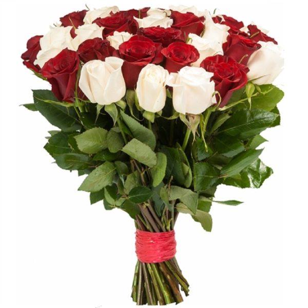Букет из 25 роз красных и белых цветов