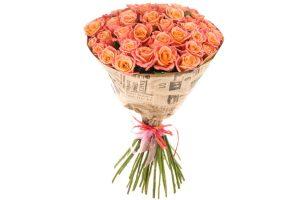 Букет роз miss piggy из 51 цветка огнено розового цвета