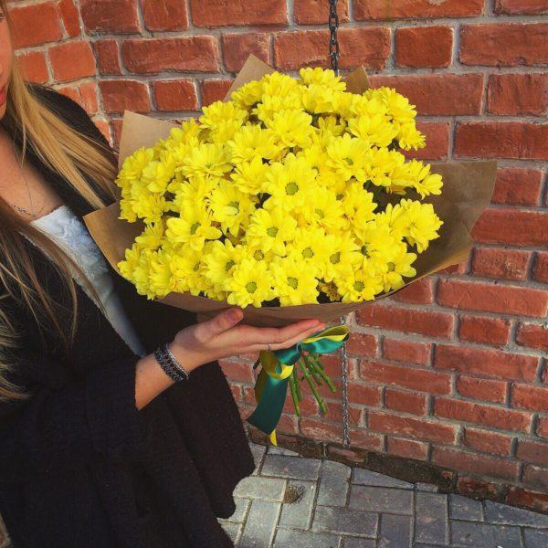 Букет из 15 кустовых хризантем желтого цвета