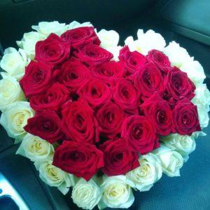 Букет в форме сердца из роз