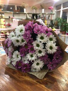 Фото готового букета из хризантем