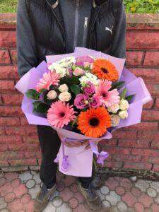 Фото букета из разнообразных цветов